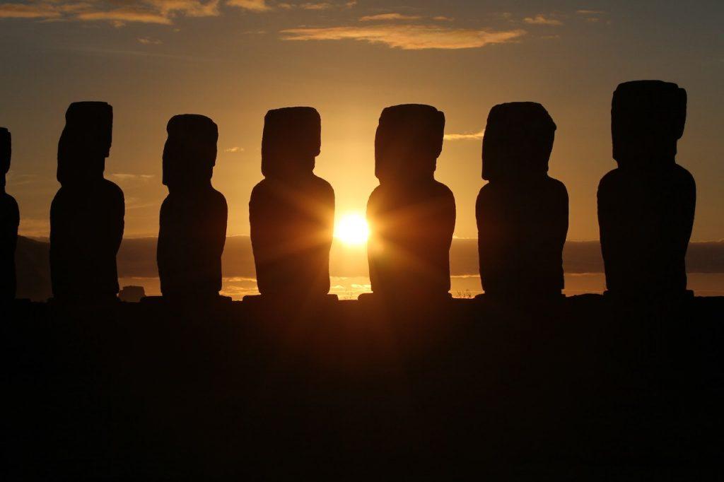 Isla de Pascua, Rapa Nui o Easter Island al atardecer