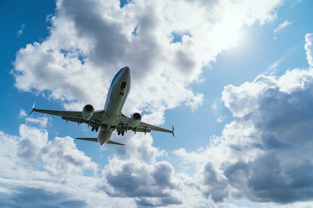 ¿Cuándo comprar pasajes de avión a buen precio?