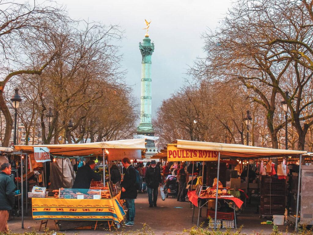 Mercado callejero de la Bastilla en París