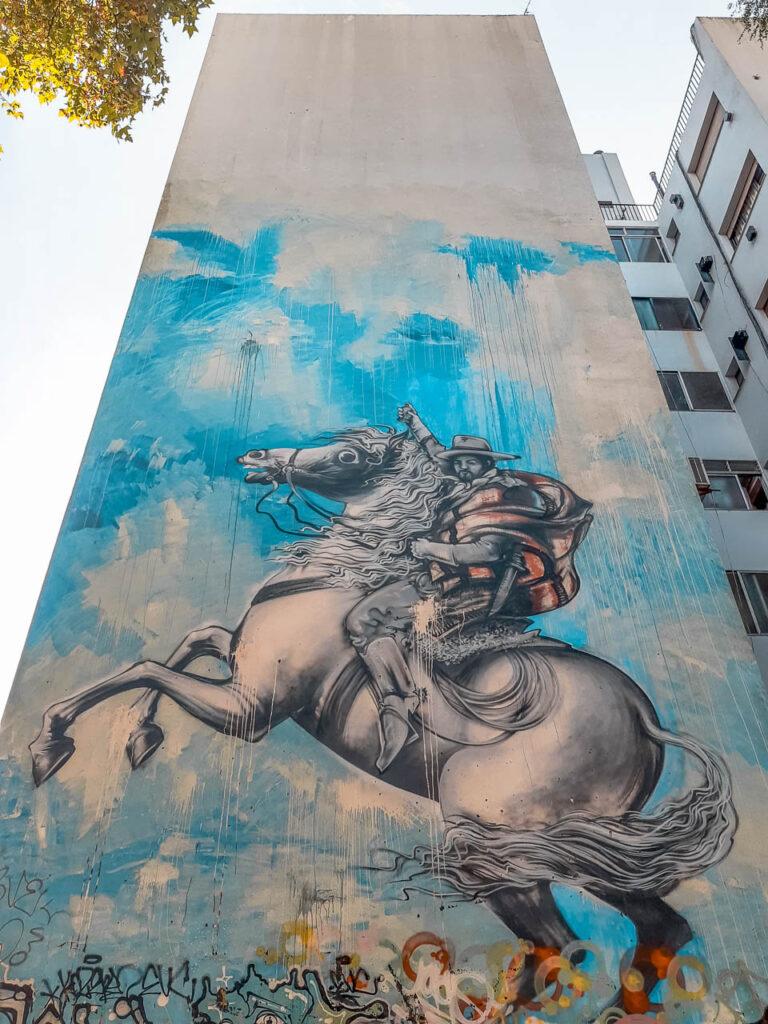 """Mural """"Gaucho a Caballo"""" de Jim Vision, ubicado en Matienzo y Cra`mer"""
