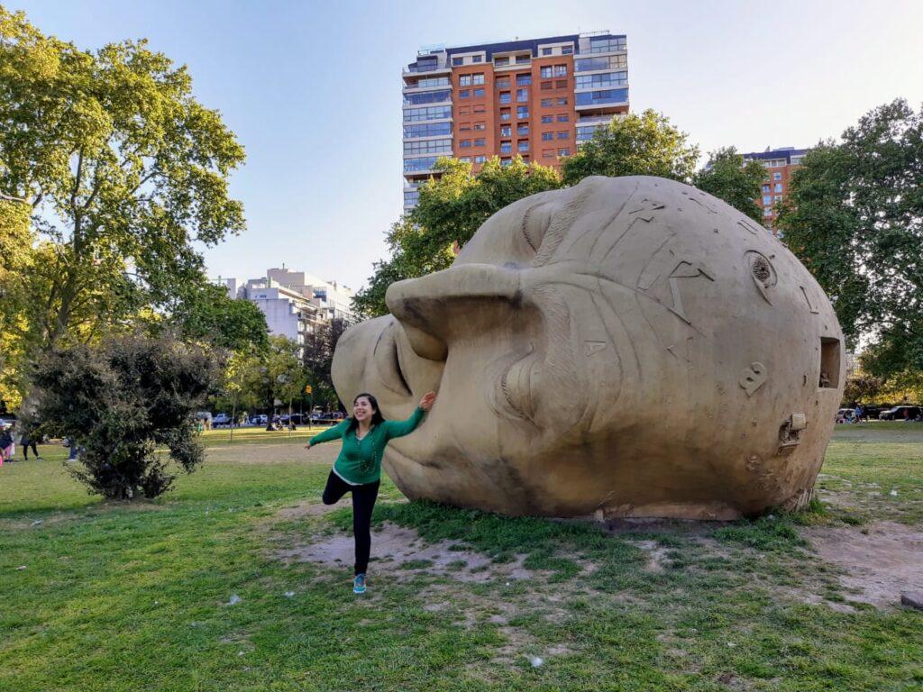 """""""El sueño del lector"""" en la Plaza Parques Nacionales Argentinos"""